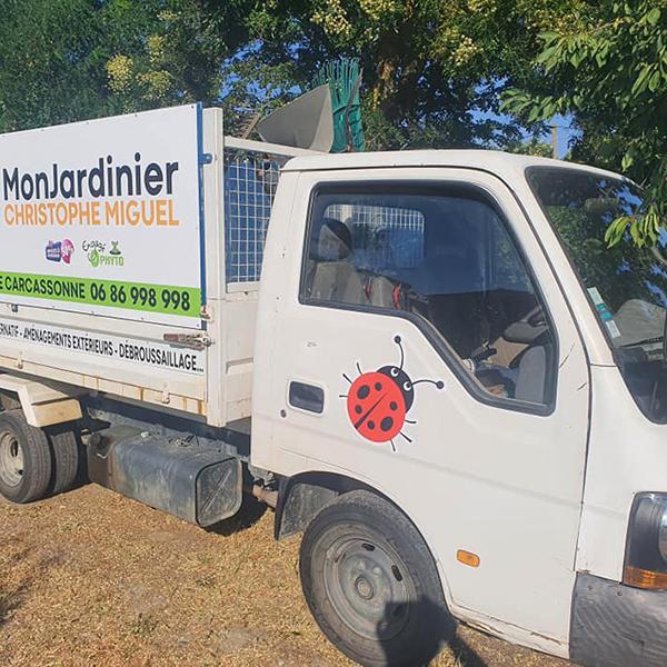 Jardinier spécialiste du désherbage zero pesticide à Carcassonne